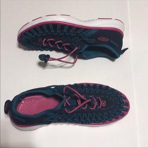 KEEN Uneek Shoes/ Sandals